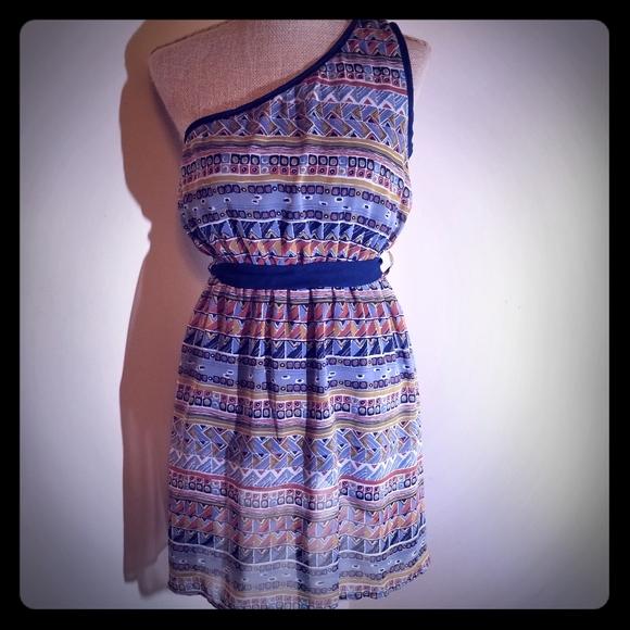 🌻3/$20 YA Los Angeles one shoulder aztec dress